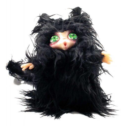 Peluche MicioMicio il Folletto che si traveste da gatto nero con occhi verdi
