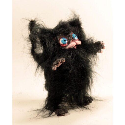Peluche del gatto nero Cagliostrino con occhi azzurri
