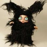 Peluche Peluche Micioniglio il Folletto che si traveste da coniglio nero con occhi azzurri