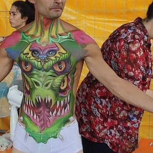 cagliostrino  Concorso di  a  organizzato da Laura Colangelo, super bodypainting professionist... bodypainting bodypaintingart cagliostrino dragon firenzecomics2019 polimerclay resinart