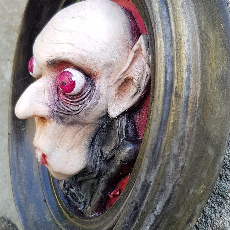 cagliostrino  Quadretto 3d omaggio a  il  film capolavoro di Friedrich Wilhelm Murnau ( )    ... cagliostrino casagotica dark friedrichwilhelmmurnau gothicfurniture gothicstyle handmade horror nosferatu polymer_clay vampire vampiro