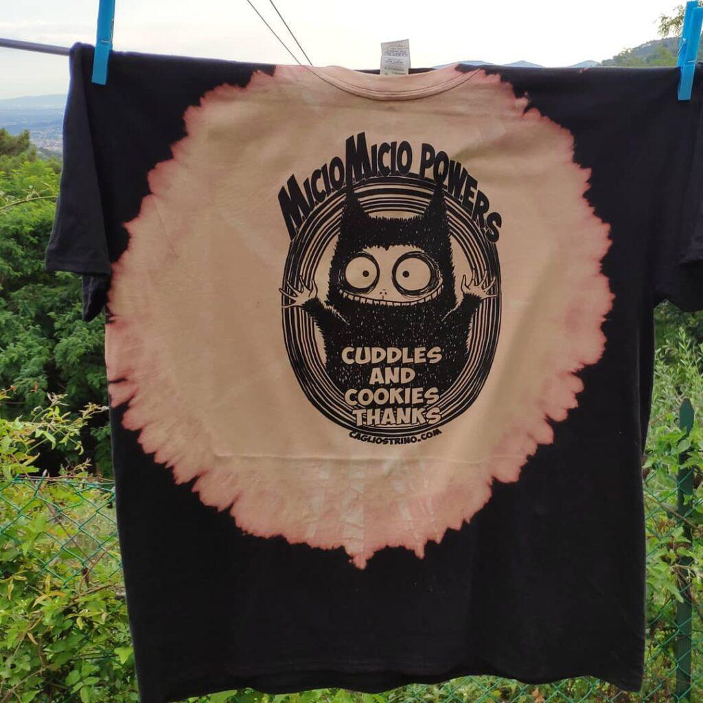 cagliostrino Vivere da Miciomicio: T-shirt per ogni occasione ... cagliostrino cattshirt folletti gatti gothicstyle malatidimente miciomicio punk tshirt tshirtdesign tshirtmania tshirts