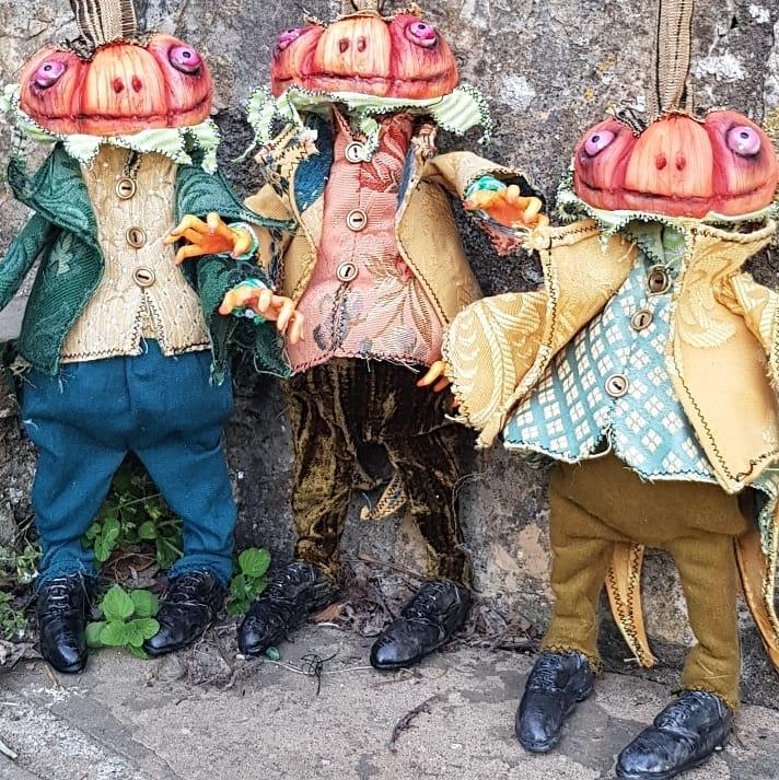 instablog  Mister Pumpkin Pronti i primi 3 Signor Zucchini! Hanno già il biglietto per  e v... cagliostrino fattoamano halloween halloweencreations halloweendecorations halloweendoll halloweenmaniac handmade helloween jackolantern luccacomics2019 pumpkin pumpkindoll pumpkins samhain timburton
