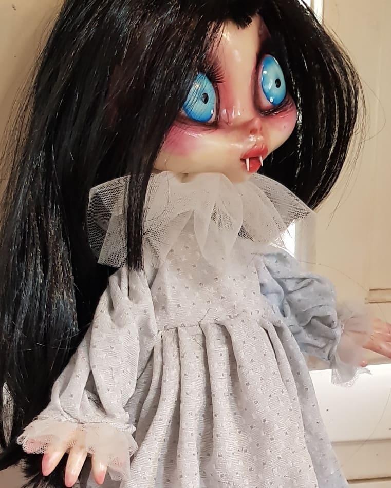 instablog  Capita spesso che la giovane centenaria vampirella Zanzhara Vladimiria Ezrabeth ... cagliostrino doll dollart dollfantasy dollhouse dollmaker gothicdoll gothicgirl gothicstyle gotica goticdolls handmadedolls luccacomics2019 vampiredoll vampiregirl vampires vampiro