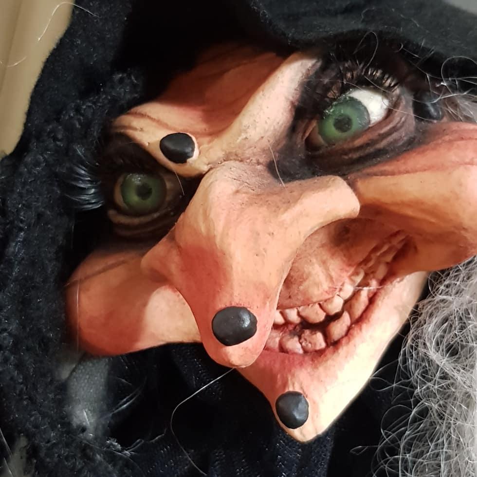 instablog  Che dire... poi arrivano loro due... i cani si rifugiano sotto al tavolo guaendo... burattini burattino cartapesta fattoamano goticdolls halloweendecorations halloweendoll handmade luccacomics2019 magic puppet salem strega streghe wicca witch witchdoll