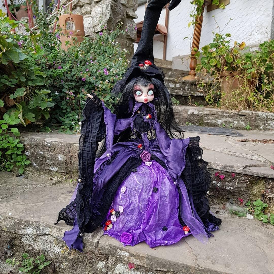 instablog  Fatine, Streghette, forza, nella scatola! È ora di partire per             ... cagliostrino doll dollart faeries faery faerytale fate handmade lampade luccacomicsandgames2019 streghe wicca