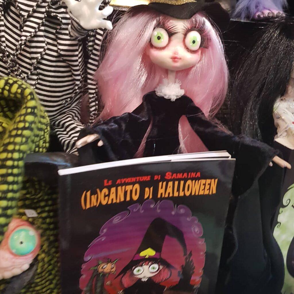instablog Samaina col suo librino: Incanto di Halloween.... presto la sua seconda avventur... cagliostrino doll handmade instabook instabookclub instacagliostrino instawitch strega streghetta wicca witch