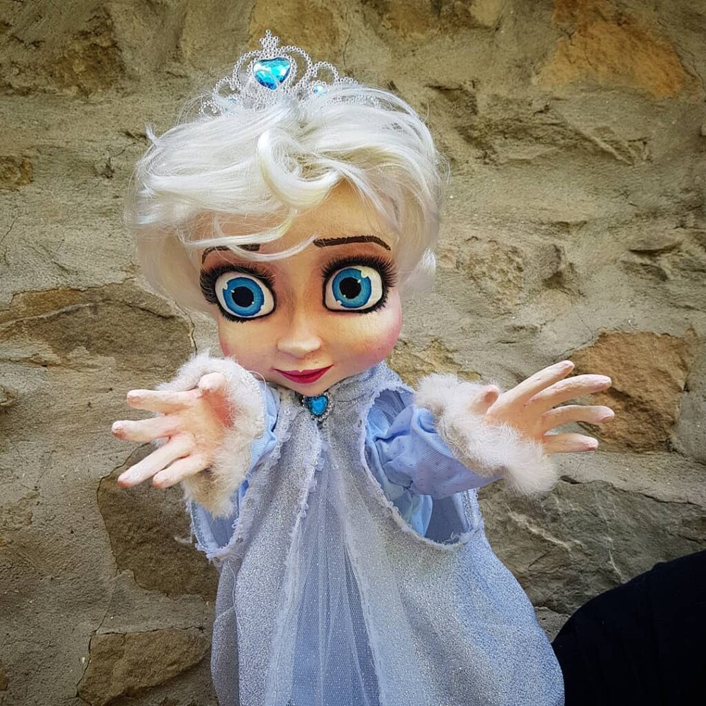 instablog Burattino grande per teatro della principessa Elsa di Frozen ... burattinaio burattini burattino cagliostrino cartapesta elsafrozen frozen teatrodifigura waltdisney