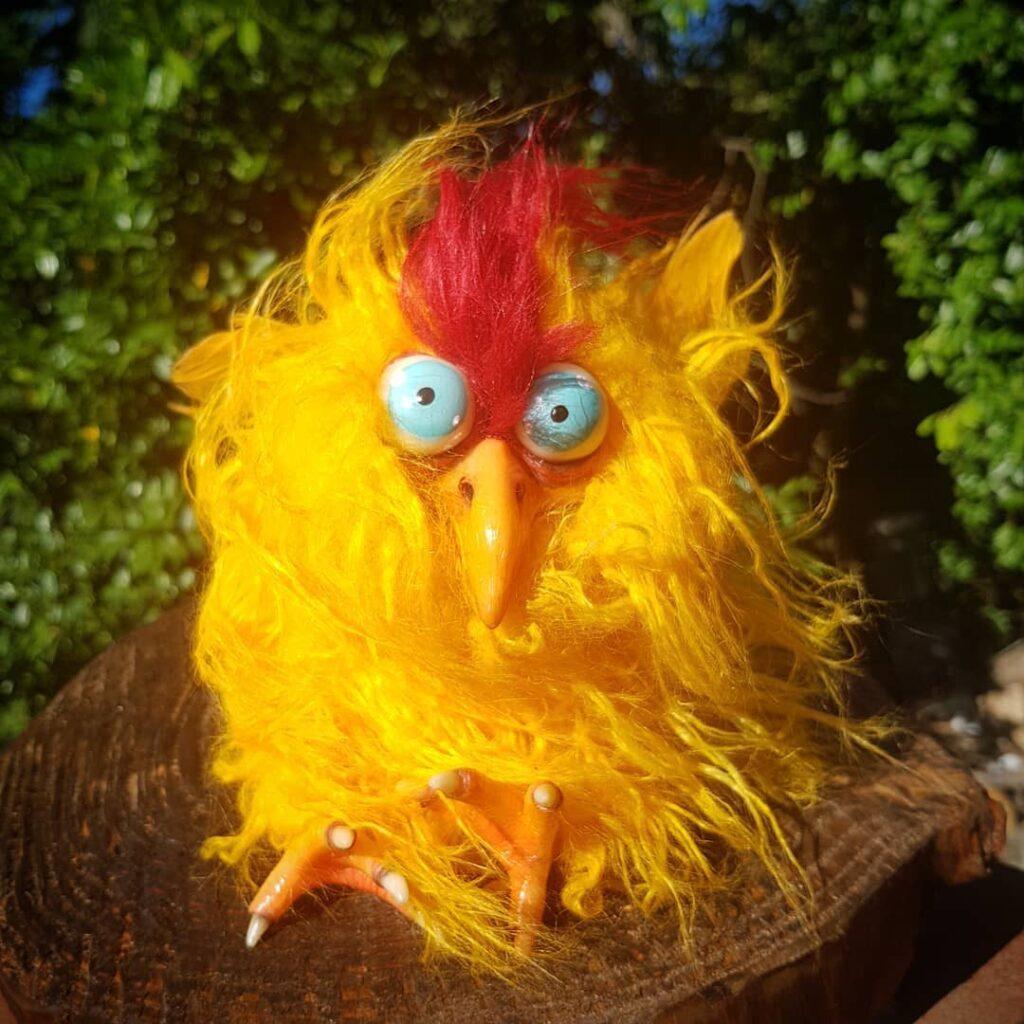 """instablog C'era una volta un galletto convinto di essere un pulcino di fenice. """"Ma che bel... chicken fantasydoll fenix galline gallo peluche peluches resinart resinartwork resindoll rooster strange"""